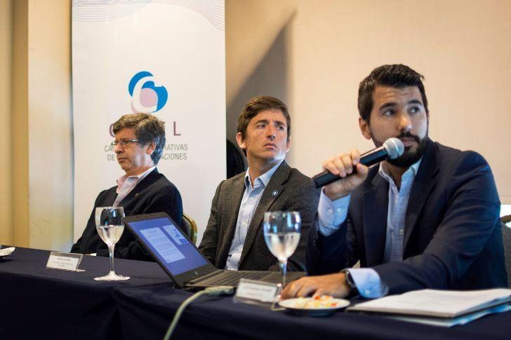 APUESTA. La Cámara de Cooperativas de Telecomunicaciones presentó su proyecto de telefonía móvil.