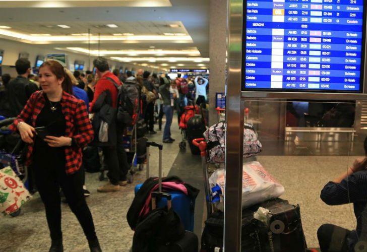 En protesta contra la reforma previsional, el gremio de aeronáuticos parará mañana a partir del mediodía.