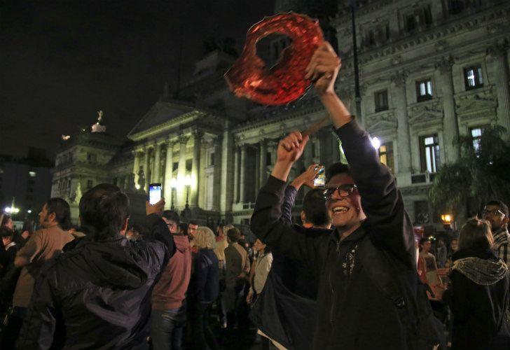 Nuevos cacerolazos en el Congreso para manifestarse contra la reforma previsional.