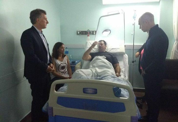 El presidente Mauricio Macri junto al jefe de Gobierno porteño Horacio Rodríguez Larreta en el Hospital Churruca junto a los policías heridos.