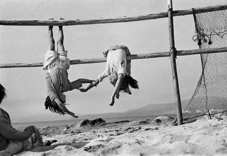 Chile. Aldea de Los Horcones. Las hijas del pescador. 1956