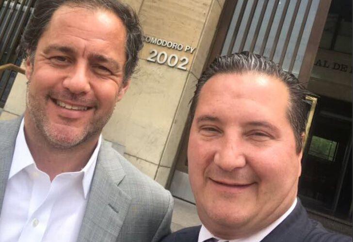 Juan Manuel Ducler, hijo de Aldo Ducler, y su abogado, Alejandro Sánchez Kalbermatten