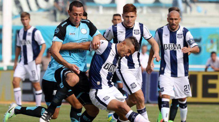 A mano. En los tres clásicos de 2017 Talleres y Belgrano no pudieron sacarse ventaja.