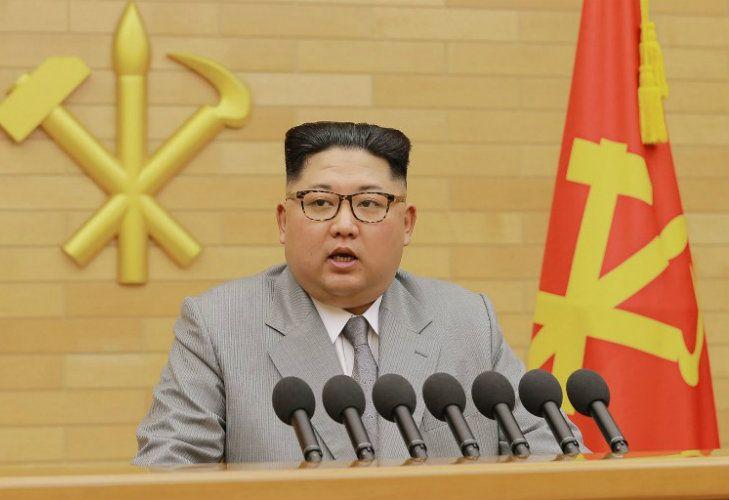 El líder de Corea del Norte, Kim Jong-Un, aseguró este lunes que tiene el botón nuclear al alcance de la mano en un desafiante mensaje de Año Nuevo.