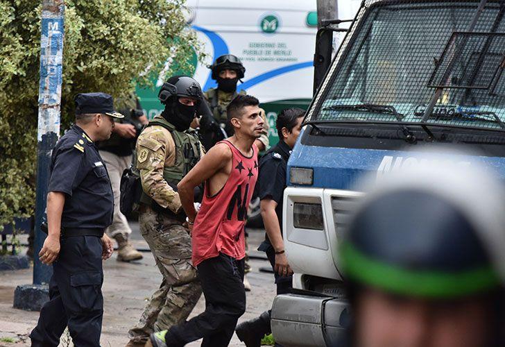 Un detenido en una comisaria del partido bonaerense de Merlo resultó herido durante un motín protagonizado por los presos alojados en esa dependencia, a raíz del ingreso de otro con quien no querían compartir la celda.