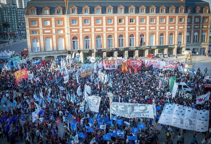 Multitudinaria marcha en Mar del Plata el sábado por la tarde contra Etchecolatz.