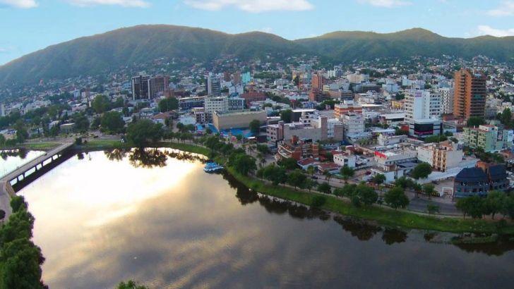 COMPETENCIA. Villa Carlos Paz cuenta con unas 40.000 plazas hoteleras y, según los empresarios del sector, la competencia desleal de unidades no registradas los iguala.