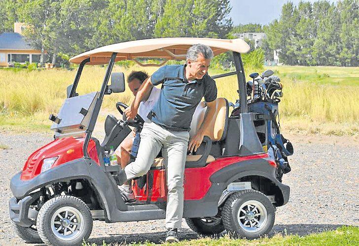 Renovacion.  Para tres de los vehículos existentes se contrató un servicio de mantenimiento.  La residencia presidencial ocupa 35 hectáreas. Después de Menem se desmanteló la cancha de golf.