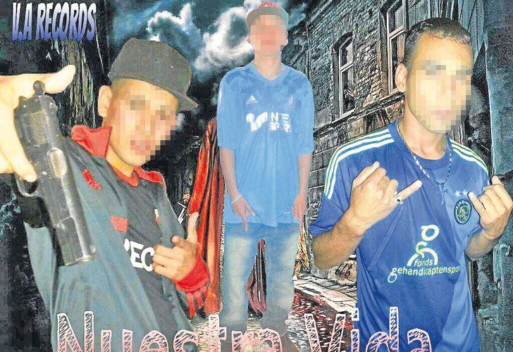 """Youtubers. """"El Oso"""" enmascarado y con una pistola en los videos que protagoniza. Izq.: el operativo de la DDI de Moreno en el que terminó preso junto a siete cómplices."""