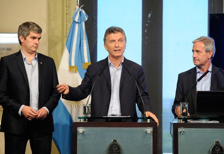 El jefe de Gabinete, Marcos Peña, junto al presidente Mauricio Macri y el ministro de Modernización, Andrés Ibarra.