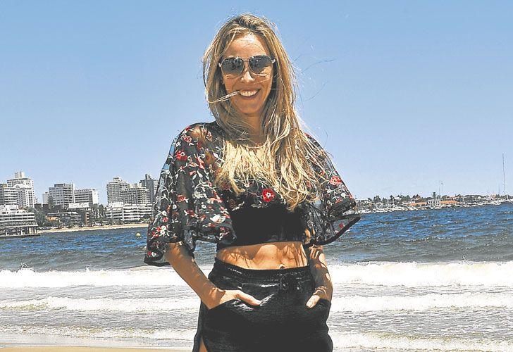 Junto al mar. En las playas esteñas, Geraldine La Rosa contó sus proyectos de negocios y dijo que lucha contra eso de ser solo 'la mujer de...'.