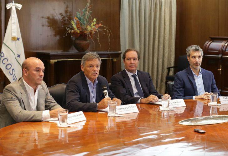 Pedro Inchauspe, Francisco Cabrera y Pablo Clusellas (Producción), junto a Pedro Sorop (Transporte) adelantaron el DNU.