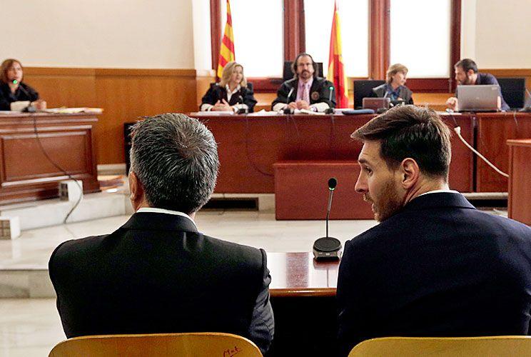 PADRE E HIJO. Jorge y Lionel, cuando estuvieron ante la Audiencia de Barcelona, que los condenó a 21 meses de prisión por evasión fiscal. La sentencia no se hizo efectiva porque ninguno tenía antecedentes.
