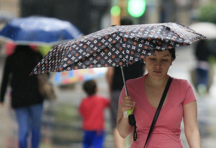 Tras el calor agobiante, se espera la llegada de la lluvia para este sábado.