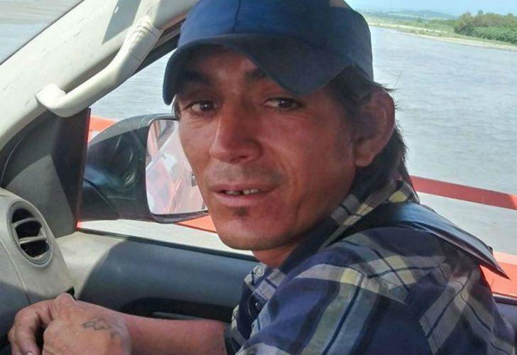 Walter Monzón volvía de trabajar cuando se tiró al agua desde un puente para rescatar a una nena que había caído al agua.