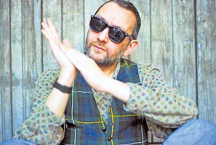 Darno. Nació en Montevideo en 1953; murió en esa misma ciudad el 7 de marzo de 2007.