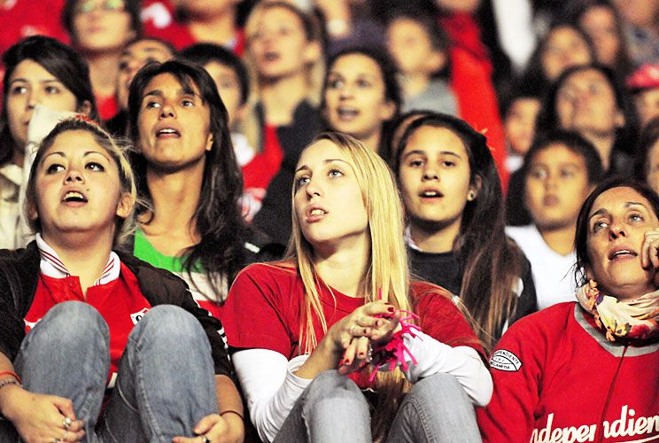 Mirada femenina. Independiente es uno de los clubes que conservan espacios para mujeres. A dos cuadras, en el Cilindro de Avellaneda, Racing también lo mantiene.