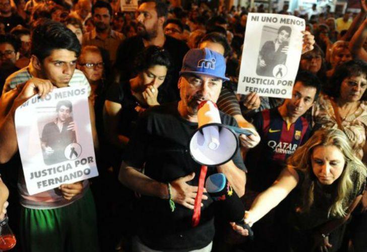 El padre de Fernando Pastorizzo encabezó la marcha para pedir justicia por su hijo.