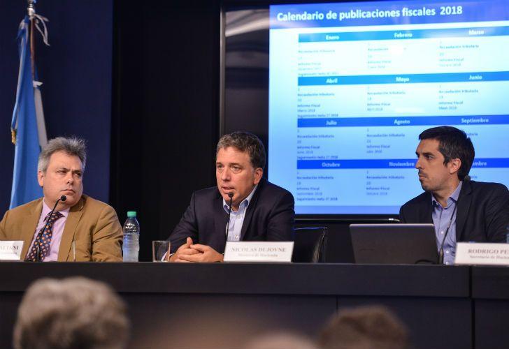 Sebastián Galiani, Nicolás Dujovne y Rodrigo Pena anunciaron el sobrecumplimiento de la meta primaria