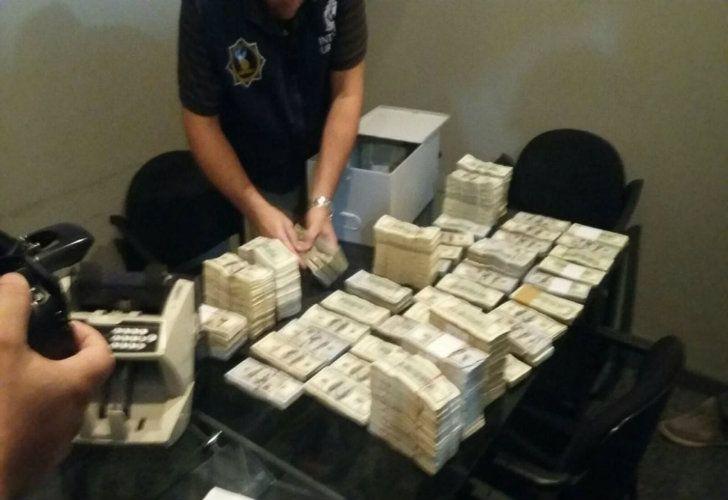 Casi 4 millones, encontrados en una caja de seguridad de Uruguay.