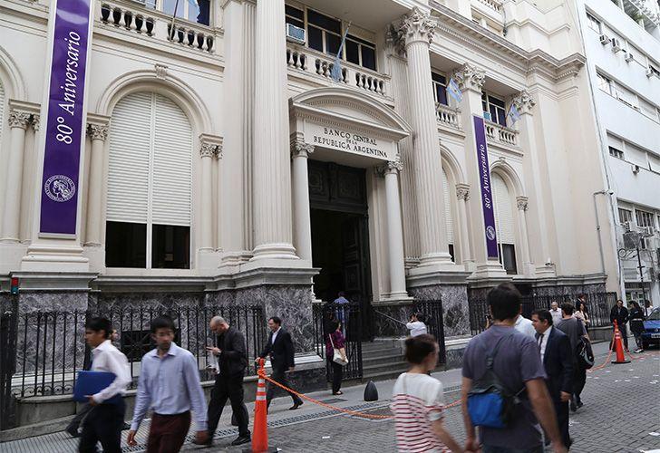 Por disposición del BCRA, los bancos deben avisar los aumentos con al menos 60 días de anticipación