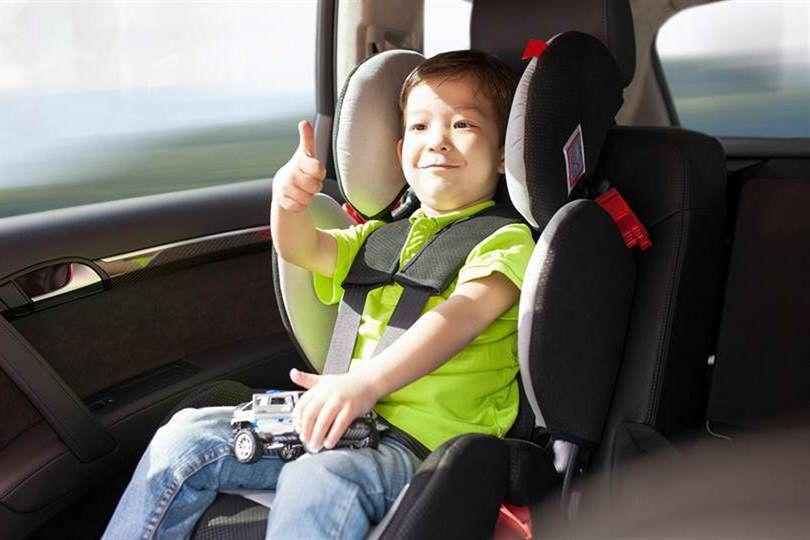 Es obligatorio que los niños viajen en sillitas hasta los 10 años.