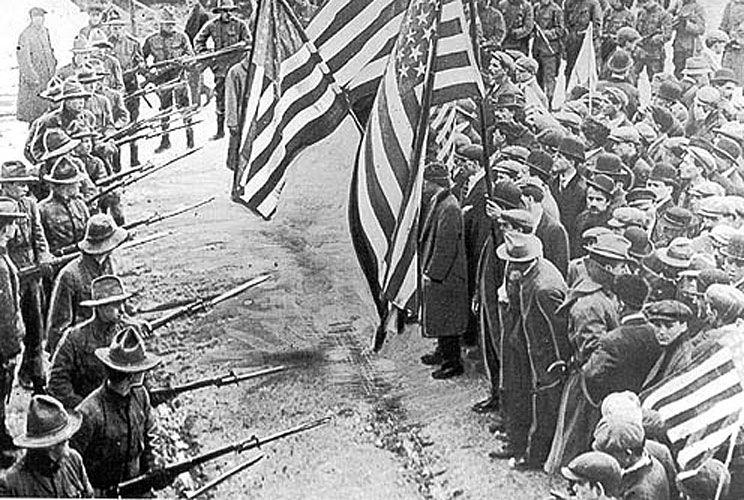 1912: Ejército de EE.UU. frente a una huega.