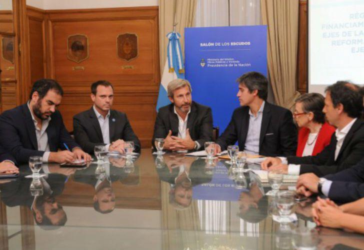 ANUNCIO. Rogelio Frigerio y Adrián Pérez, cuando dieron a conocer el proyecto que regula la forma de financiar campañas.