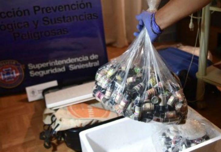 Un turista español y una mujer argentina, miembros de una organización denominada Ayahuasca Internacional, fueron detenidos.
