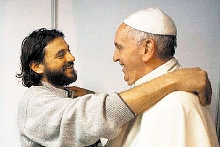 Ahora que el Papa parece de La Cámpora, el kirchnerismo lo quiere, los movimientos sociales lo reciben como al Che Guevara y el Gobierno lo critica.