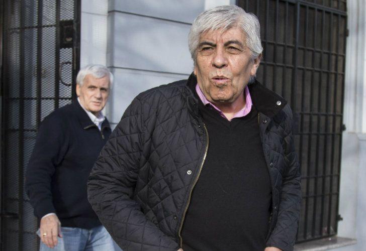 El secretario general del sindicato de Camioneros, Hugo Moyano, apuntó duro contra el Gobierno y afirmó que lo atacan porque no se arrodilla ante nadie.