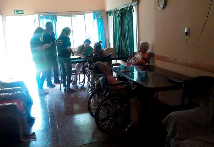 19 ancianos vivían en condiciones deplorables en un geriátrico de Temperley