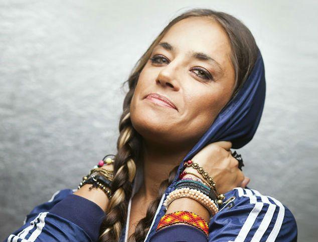La cantante nació en Chubut y tiene 34 años.
