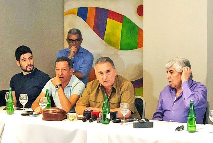 Mar del plata. Moyano, Barrionuevo y otros representantes en la cumbre sindical.