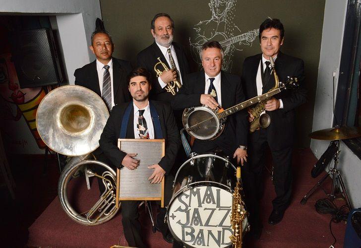 LA BIG BAND. Con 36 años en la música, la Small Jazz Band llena el Libertador y toca en Nueva York y Nueva Orleans.