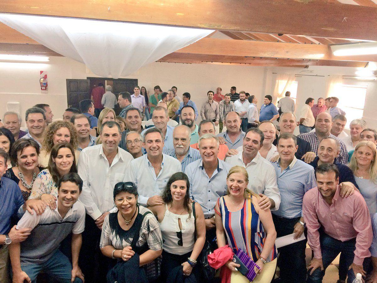 JUNTOS. En el encuentro del jueves en Villa Giardino, al radicalismo se le sumó el PRO y el juecismo.