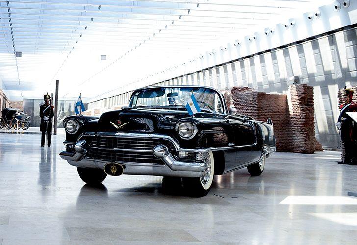 Imágenes del Cadillac descapotable comprado por el ex presidente Juan Domingo Perón en 1955 y que ha sido restaurado para su exhibición en el Museo Casa Rosada