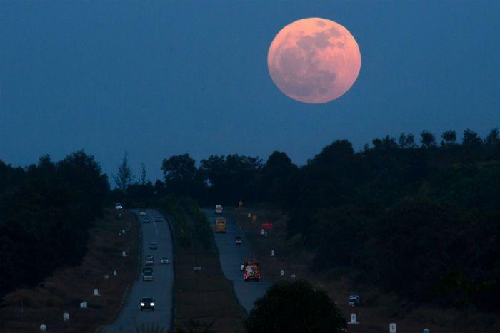 La Luna llena podrá observarse hasta un 7% más grande que una Luna llena