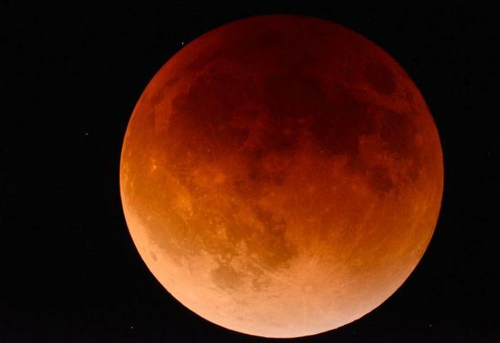 Eclipse lunar: superluna de sangre azul.