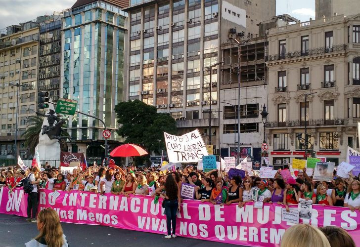 La multitudinaria marcha por el día de la mujer en 2017 reclamó el paro