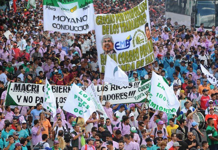 Miles de personas se movilizaron este miércoles contra el Gobierno en la marcha convocada por el líder de Camioneros.