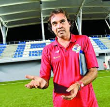 Leonardo Pipino, un técnico de fútbol argentino que se destaca en Panamá