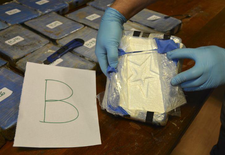 Una banda intentaba traficar casi 400 kilogramos de cocaína en valijas diplomáticas a través de la embajada rusa en Buenos Aires.