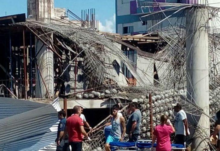 El derrumbe del techo en la obra en construcción en Santa Teresita dejó como saldo seis obreros muertos.
