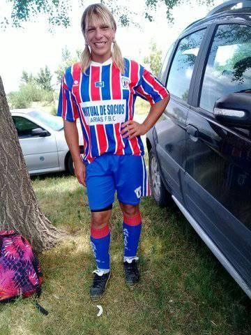 Evangelina León, futbolista transexual que juega en un club de Arias.