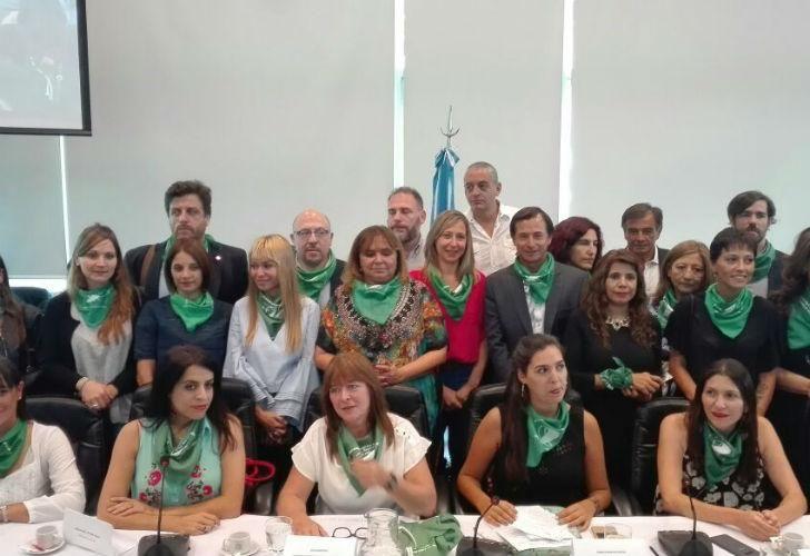 Los diputados firmantes del proyecto de Ley.