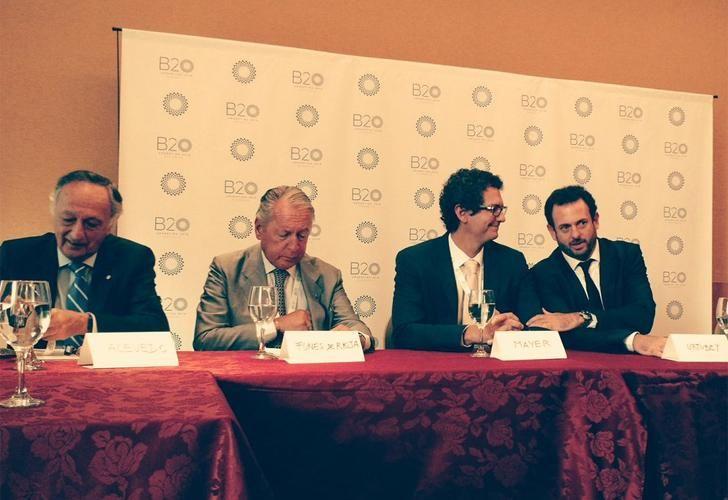 Miguel Acevedo y Daniel Funes de Rioja (presidente y vice de la UIA) junto a Mariano Mayer (Secretario de Emprendedores y PyMEs de la Nación) y José Urtubey.