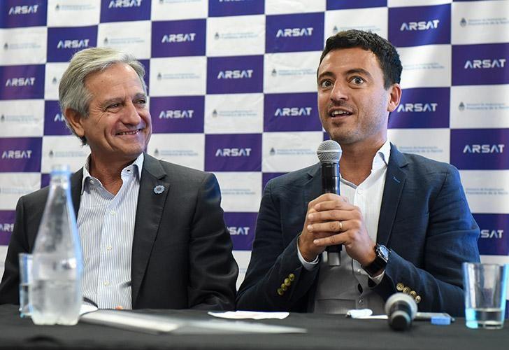 El ministro de Modernización, Andrés Ibara, junto al ex presidente de la empresa estatal de telecomunicaciones, ARSAT, Rodrigo de Loredo.