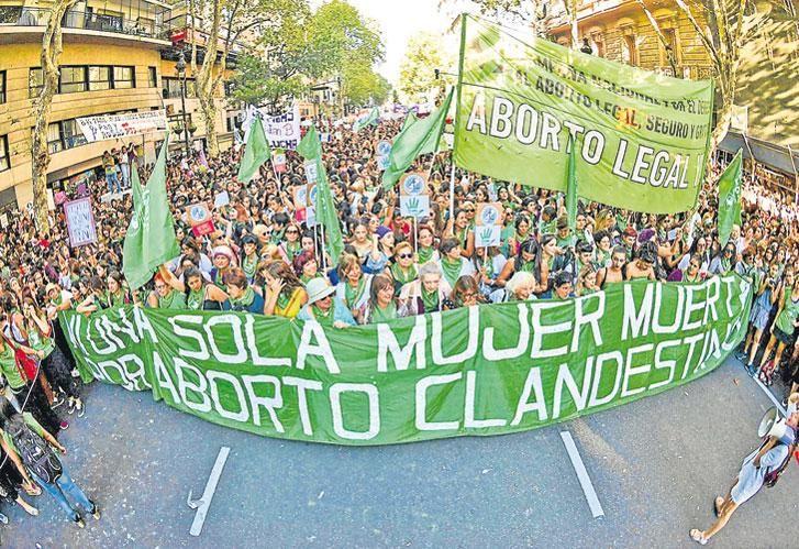 El dia mundial de la mujer, 8m, tuvo este año una marcha potenciada por el debate sobre el aborto.