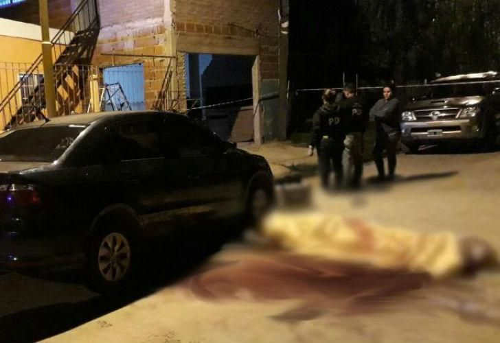 El asesinato ocurrió esta madrugada en Puerto General San Martín, a 25 kilómetros al norte de Rosario.